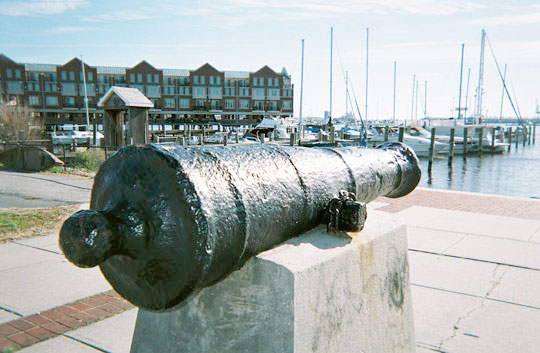 Cannon discovered in the Canton harbor